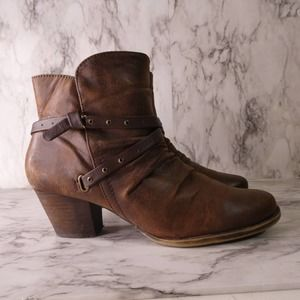 BareTraps Roma Ankle Boots Distressed Brown boots